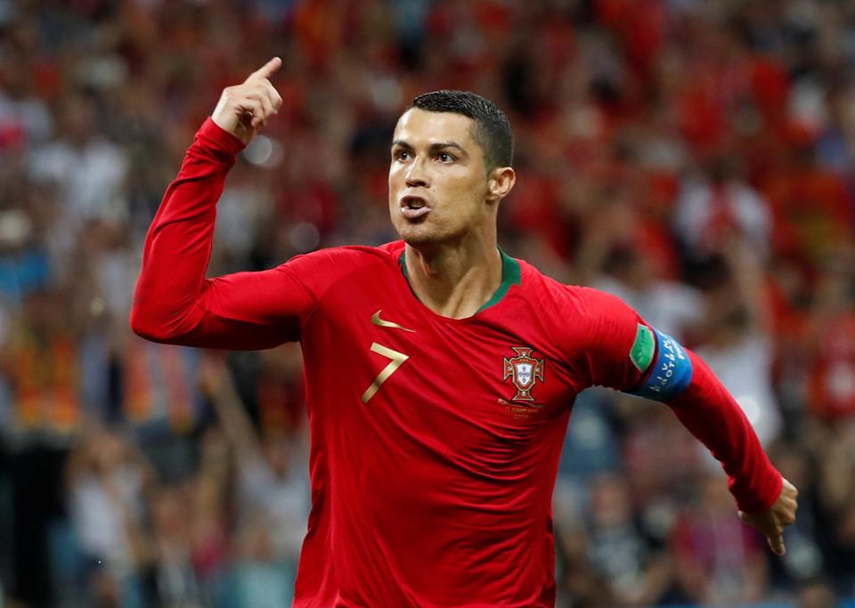 edsheeran, 10 nhân vật giải trí kiếm tiền giỏi nhất một năm qua, Cristiano Ronaldo