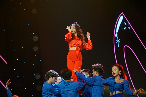 Nàng tiên cá Hòa Minzy đánh bật Noo Phước Thịnh, bùng nổ mạnh mẽ trên sân khấu