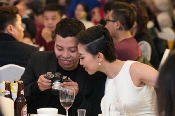 Thực hư Hoàng Touliver quỳ gối cầu hôn Tóc Tiên