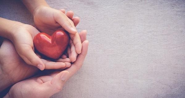 Lòng nhân ái là gì? Xã hội hiện nay có thiếu lòng nhân ái?